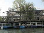 Splav u izgradnji uz obalu Novog Beograda